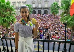 Carolina Marín recibe los aplausos de su Huelva natal: @caro_marin93.