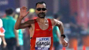 Chuso García Bragado en su llegada a meta en los últimos mundiales de Doha: EFE.