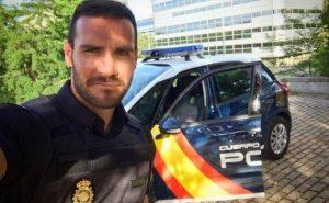 Saúl Craviotto ejerciendo de policía nacional: Instagram.