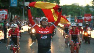 Alberto Contador ondea la bandera de España: EFE.