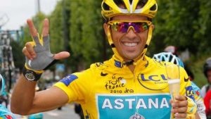 Alberto Contador celebra el Tour de Francia 2010: Guillaume Horcajuelo-EFE.