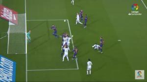 una de tantas ocasiones que tuvo el Madrid para marcar en el Clásico: You Tube.