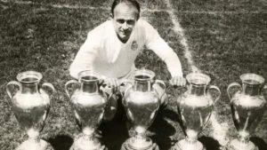 Alfredo Di Stéfano posa con las Cinco Célebres: EFE.