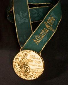 Así era la medalla de oro de Atlanta 96: SPGO.