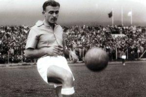 Alfredo Di Stéfano cuando jugaba en el Millonarios, mucho antes de ganar las Cinco Célebres: Agencias.