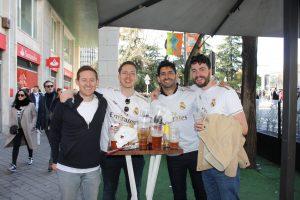 Un grupo de aficionados del Real Madrid extranjeros: Ravelo.