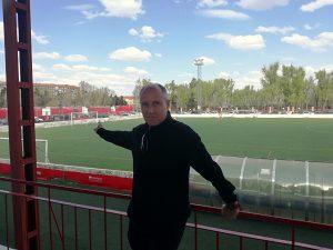 En su época como defensa de los juveniles del Atazar C.F., Gail marcó un gol en esa portería del campo de fútbol Ernesto Cotorruelo, en Carabanchel: Foto cedida por José Mª Gail.