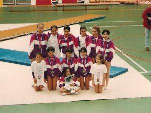 Cristina Martínez (primera de pie a la derecha) junto al equipo de Treboada en el Campeonato de Galicia de Clubes 1994: Foto cedida por Calítoe.