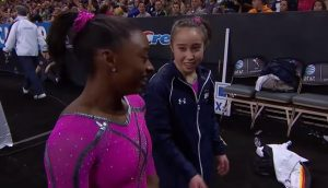 Simone Biles y Katelyn Ohashi cuando competían juntas en el equipo nacional de Estados Unidos: You Tube.