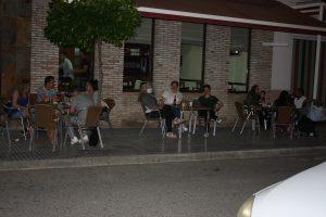 Mientras que la terraza del bar estaba llena, el interior estaba vacío a pesar del fútbol: Ravelo.