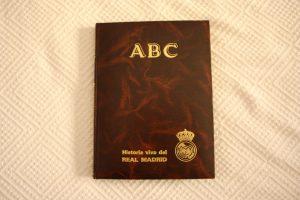 """Portada del coleccionable de ABC """"Historia viva del Real Madrid"""": Ravelo."""