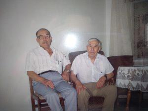 """Antonio Sauces, a la derecha, fue el encargado de recopilar """"Historia viva del Real Madrid"""" para regalársela a su hermano Frasquito, a la izquierda."""