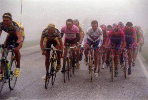 Pelotón en el Giro de Italia 99: Agencias.