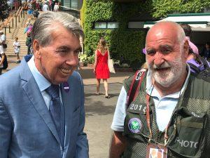 Miguel Ángel Zubiarrain junto al mítico Manolo Santana: Foto cedida por Miguel Ángel Zubiarrain.
