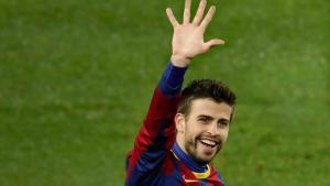 Gerard Piqué vacilando con la manita que el Barcelona le había metido al Real Madrid: AP.