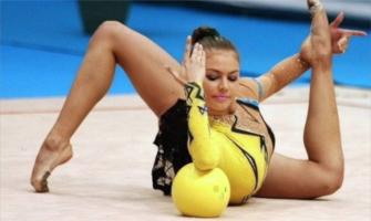 Alina Kabaeva en el Mundial 2003, donde ganó el oro en el concurso general: Agencias.