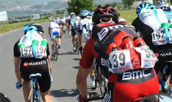 La viva imagen del trabajo de los gregarios en un equipo: Ciclismo a fondo.