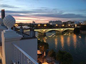 El río Guadalquivir a su paso por el Puente de Triana: Trip Advisor.