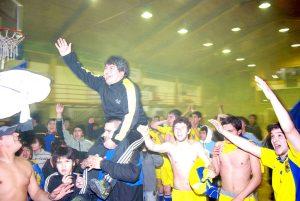 Tano Hernández celebra el título 2009 con su gente: Salonista.