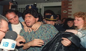 Maradona consumía cocaína y en 1991 fue detenido por posesión de drogas: Getty Images.