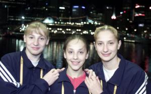 Las gimnastas que ocuparon el podio en Sídney. De izquierda a derecha: Simona Amânar, Andreea Raducan y María Olaru: Comité Olímpico Rumano.