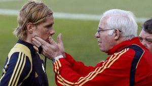 Fernando Torres y Luis Aragonés durante un entrenamiento: Getty Images.