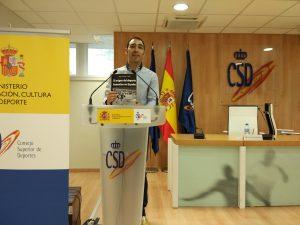 Jorge García presentando su libro en el Consejo Superior de Deportes.