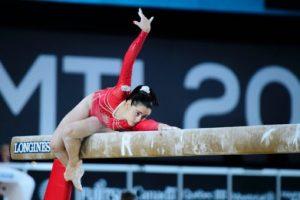Ana Pérez sobre la barra de equilibrio: RFEG.