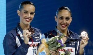 Ona Carbonell y Marga Crespí en el podio de Barcelona 2013: EFE.
