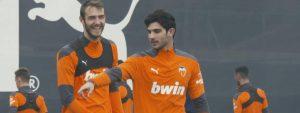 Guedes y Ferro en un entrenamiento del Valencia: Agencias.