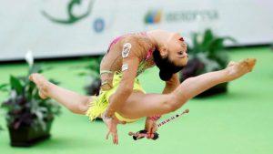 Polina Berezina con el ejercicio de mazas: EFE.