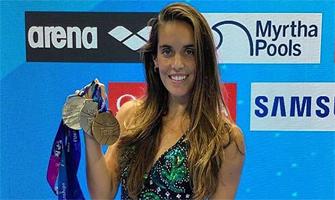 Ona Carbonell posa con las tres medallas que ganó en el Mundial 2019: Instagram.
