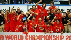Rudy Fernández junto con el resto del equipo ÑBA que hizo a España campeona del Mundo en 2006: NBA Photos.