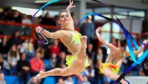 Lourdes Mohedano en el ejercicio de cinco cintas: Andalucía Información Deportes.