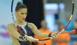 Lourdes Mohedano en el ejercicio de dos aros y seis mazas: Agencias.