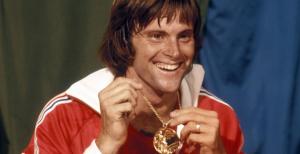 Bruce Jenner muestra orgulloso su medalla de oro: Eurosport.