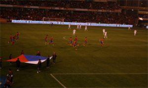 Comienzo del partido entre España y la República Checa: Ravelo.