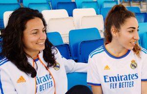 Ivana Andrés y Olga Carmona con la equipación de la temporada 2021/22: Twitter.