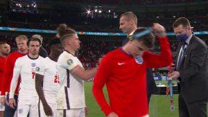 Jugadores ingleses se quitan la medalla de subcampeón: Agencias.