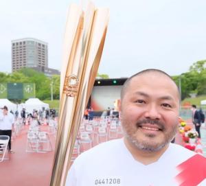 Ryo Taniguchi llevando la antorcha olímpica: Instagram.