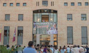 Fátima Gálvez saluda a sus paisanos desde el balcón: Ayuntamiento de Baena.
