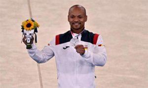 Ray Zapata muestra orgulloso su plata olímpica: AFP.