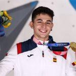 Alberto Ginés muestra orgulloso su medalla de oro olímpica: Getty Images.